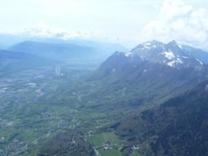 La vallée d'Albertville et la dent d'Arclusaz au loin